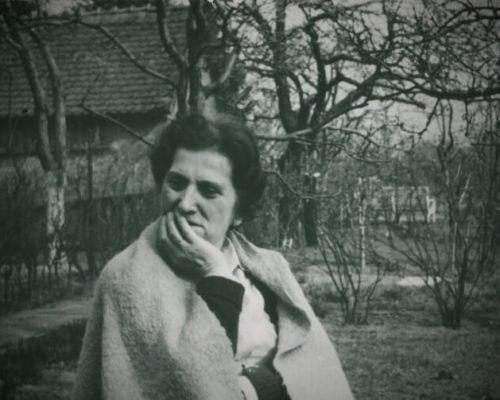 babcia JANKA w ogrodzie [lata 70-siate XXw]